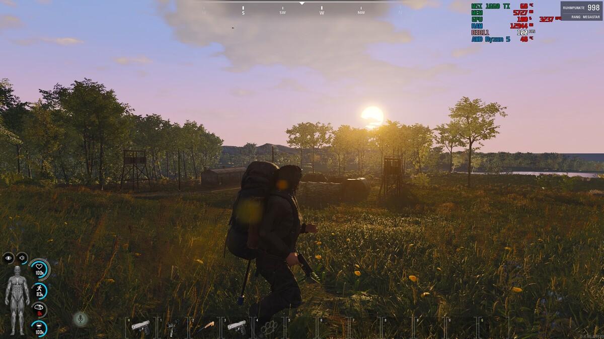 Mil. Camp bei Sonnenuntergang